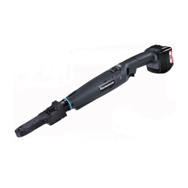 BMTWB STRIGHT TYPE Avvitatori per assemblaggio industriale Gli avvitatori a batteria serie TWB con controllo di coppia a frizione meccanica possono essere equipaggiati con teste in linea ad esagono aperto (IOA) o chiusa (ICA). Questi particolari equipaggiamenti rendono le chiavi angolari della serie TWB lo strumento ideale per poter eseguire serraggi di viti in punti particolarmente difficoltosi o per serraggi di dadi su tubazioni. Gli avvitatori serie TWB con teste in linea ad esagono aperto o chiuso sono avvitatori cordless con sistema di controllo di coppia ad arresto automatico. Equipaggiati con motori brushless di ultima generazione assicurano grande rendimento dell'utensile nel tempo, nessuna manutenzione, nessun inquinamento nell'area di lavoro. Gli avvitatori a batteria angolari serie TWB con teste in linea aperte o chiuse sono in grado di coprire le esigenze di coppia comprese nel medesimo range delle chiavi standard serie TWB (3-90 Nm) Le teste in linea possono anche essere personalizzate in funzione di specifiche applicazioni. Funzionano con batterie agli ioni di litio da 20V da 2,5 Ah o 5,0 Ah. Grazie ai LED luminosi che illuminano il punto di fissaggio il punto di avvitatura viene mantenuto sempre visibile per una migliore gestione da parte dell'operatore.