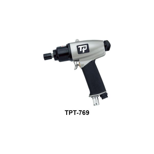 TPT 769 Avvitatori per assemblaggio industriale I cacciaviti pneumatici sono lo strumento ideale per il serraggio di viti di piccole-medie dimensioni. I cacciaviti pneumatici si suddividono in 2 macro-famiglie: I cacciaviti pneumatici ad impatto meccanico si utilizzano per l'avvitatura su legno oppure per avvitature che richiedano semplicemente l'accoppiamento dei materiali senza particolari attenzioni/controlli alla giunzione e/o sulla vite. Questi cacciaviti sono lo strumento ideale per piccole-medie viti con coppia massima di avvitatura 60 Nm, e sono disponibili nelle versioni diritte con partenza a leva, nelle versioni pistola e angolare. I cacciaviti pneumatici a controllo di coppia con frizione meccanica si utilizzano per tutte quelle applicazioni in cui è necessario avere un accoppiamento preciso, sia a salvaguardia della giunzione che del componente da avvitare. Questi cacciaviti sono lo strumento ideale per piccole viti ove richiesta precisione e coppia regolabile massima di 16 Nm, e sono disponibili nelle versioni diritte con partenza a leva e nelle versioni pistola.