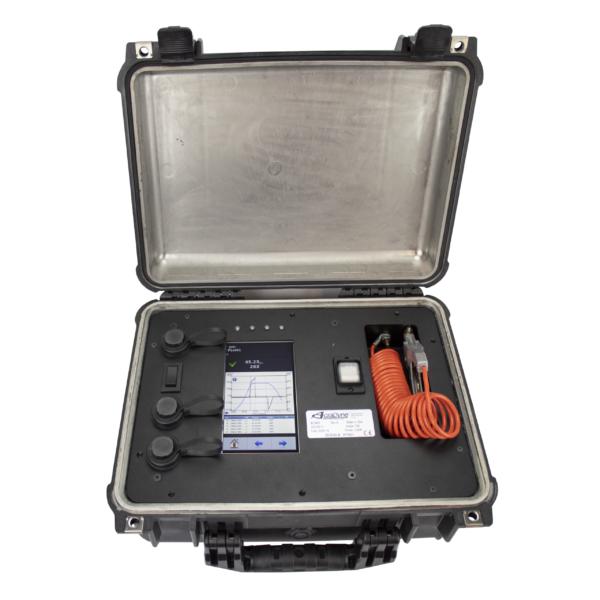 ACRADYNE FIELD 3 Avvitatori per assemblaggio industriale Il sistema di avvitatura FIELD di Acradyne mira a raggiungere obiettivi di produzione semplici in un mondo produttivo sempre più complesso ed esigente dove gli strumenti di fissaggio per primi debbono essere semplici all'utilizzo, ma allo stesso tempo efficaci ed altamente qualitativi. Il controllore di Acradyne copre le esigenze di assemblaggio da 0,5 a 17000 Nm per utensili a cavo (serie IEC e FIELD) e da 1,5 a 120 Nm per gli utensili a batteria (serie IBC). I software basati su piattaforma WEB Browser consentono facile programmazione da qualsiasi dispositivo in grado di eseguire un browser internet. Per una gestione del tutto libera da fili, fino a 4450 Nm: Avvitatori alta coppia A BATTERIA serie XT di AcraDyne