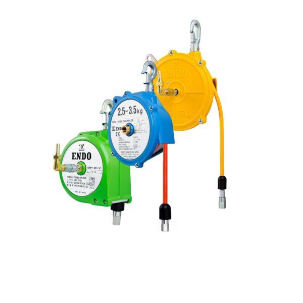 ATB THB COPERTINA Avvitatori per assemblaggio industriale I bilanciatori a molla della gamma Airtechnology / ENDO presentano diversi modelli ciascuno con specifiche peculiarità: SERIE EK – ERP – Capacità di bilanciamento e ritrazione leggera per carichi fino a 1,5 Kg per EK e fino a 2,0 Kg per ERP SERIE ATB-THB – Capacità di bilanciamento e ritrazione con alimentazione diretta avvitatori pneumatici di peso sino a 6,5 Kg SERIE EW - EWS – Capacità di bilanciamento e ritrazione per carichi sino a 7 Kg SERIE EWF - Capacità di bilanciamento e ritrazione per carichi sino a 120 Kg SERIE A – Capacità di bilanciamento e ritrazione da 70 fino a 120 Kg con sistema di riavvolgimento e ritrazione frizionato per un riavvolgimento rallentato e gancio di appensione prolungato SERIE B – Capacità di bilanciamento e ritrazione sino a 7 Kg con sistema di riavvolgimento e ritrazione frizionato per un riavvolgimento rallentato SERIE C Green Generation - Bilanciatori in acciaio zincato non verniciato capacità di sollevamento e ritrazione siano a 120 Kg SERIE X Green Generation - Bilanciatori in acciaio zincato non verniciato capacità di sollevamento e ritrazione siano a 120 Kg SERIE Y Green Generation - Bilanciatori in acciaio INOX capacità di sollevamento e ritrazione siano a 120 Kg ideali PER APPLICAZIONI IN AMBITI ALIMENTARI SERIE ELF - Capacità di bilanciamento e ritrazione sino a 70 Kg ma con corsa di avvolgimento lunga SERIE EWA - Capacità di bilanciamento e ritrazione sino a 70 Kg ma con sistema di sicurezza anti riavvolgimento improvviso del cavo (snap-back) in caso di perdita del carico o di rottura del cavo di apprensione carico SERIE ETP - Capacità di bilanciamento e ritrazione per carichi da 120 Kg sino a 200 Kg