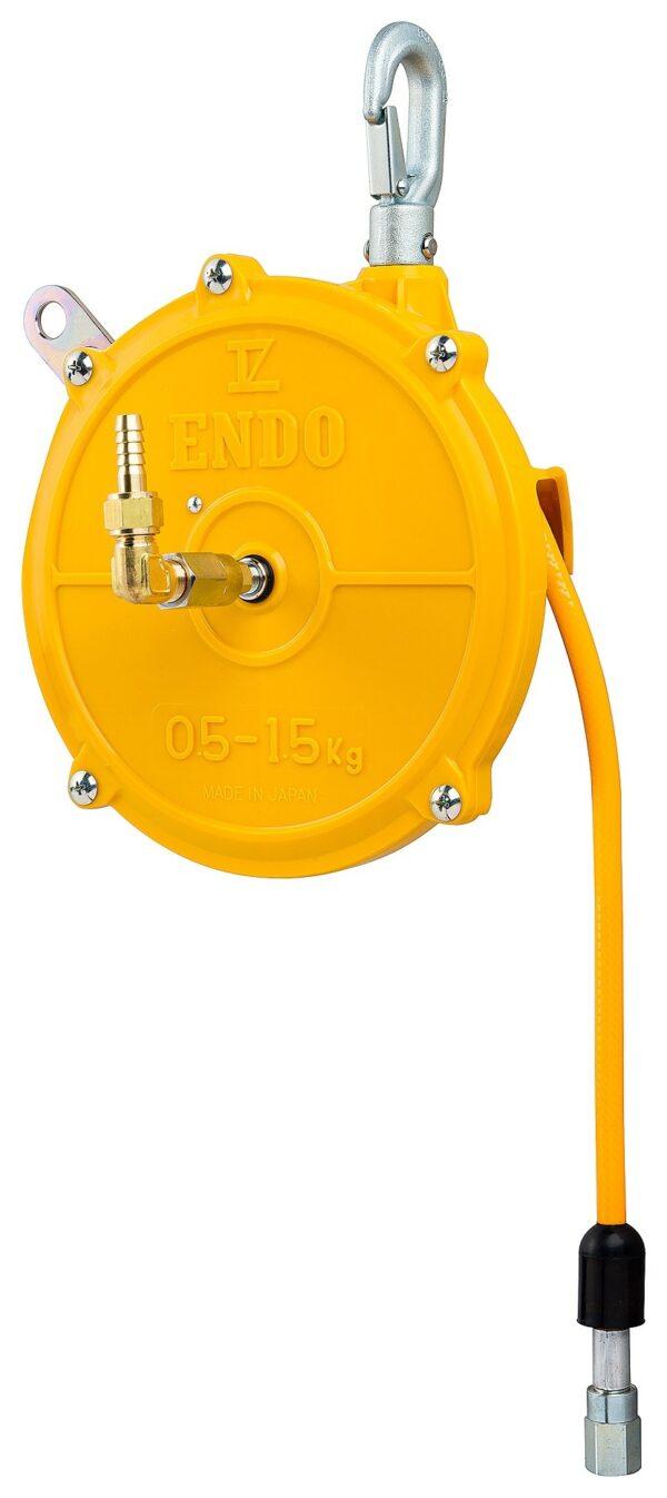 ATB 0 right 1 Avvitatori per assemblaggio industriale I bilanciatori a molla della gamma Airtechnology / ENDO presentano diversi modelli ciascuno con specifiche peculiarità: SERIE EK – ERP – Capacità di bilanciamento e ritrazione leggera per carichi fino a 1,5 Kg per EK e fino a 2,0 Kg per ERP SERIE ATB-THB – Capacità di bilanciamento e ritrazione con alimentazione diretta avvitatori pneumatici di peso sino a 6,5 Kg SERIE EW - EWS – Capacità di bilanciamento e ritrazione per carichi sino a 7 Kg SERIE EWF - Capacità di bilanciamento e ritrazione per carichi sino a 120 Kg SERIE A – Capacità di bilanciamento e ritrazione da 70 fino a 120 Kg con sistema di riavvolgimento e ritrazione frizionato per un riavvolgimento rallentato e gancio di appensione prolungato SERIE B – Capacità di bilanciamento e ritrazione sino a 7 Kg con sistema di riavvolgimento e ritrazione frizionato per un riavvolgimento rallentato SERIE C Green Generation - Bilanciatori in acciaio zincato non verniciato capacità di sollevamento e ritrazione siano a 120 Kg SERIE X Green Generation - Bilanciatori in acciaio zincato non verniciato capacità di sollevamento e ritrazione siano a 120 Kg SERIE Y Green Generation - Bilanciatori in acciaio INOX capacità di sollevamento e ritrazione siano a 120 Kg ideali PER APPLICAZIONI IN AMBITI ALIMENTARI SERIE ELF - Capacità di bilanciamento e ritrazione sino a 70 Kg ma con corsa di avvolgimento lunga SERIE EWA - Capacità di bilanciamento e ritrazione sino a 70 Kg ma con sistema di sicurezza anti riavvolgimento improvviso del cavo (snap-back) in caso di perdita del carico o di rottura del cavo di apprensione carico SERIE ETP - Capacità di bilanciamento e ritrazione per carichi da 120 Kg sino a 200 Kg